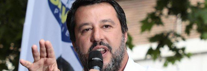 Scuola, Salvini: «Vorrei reintrodurre il grembiule»
