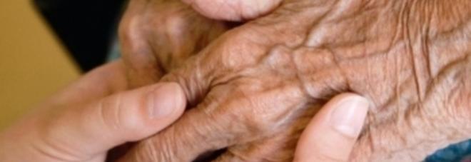 Badante condannata a 3 tre anni: ha sottratto 60 mila euro a un anziano