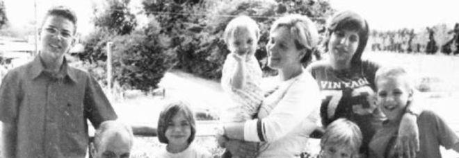 La maxi famiglia Scalco in una foto d'archivio