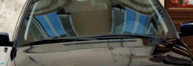 Porta la figlia a scuola in auto blu: si autosospende consigliera M5S