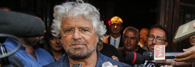 """Grillo: «L'epoca del """"vaffa"""" è finita Fate un governo, sto impazzendo»"""