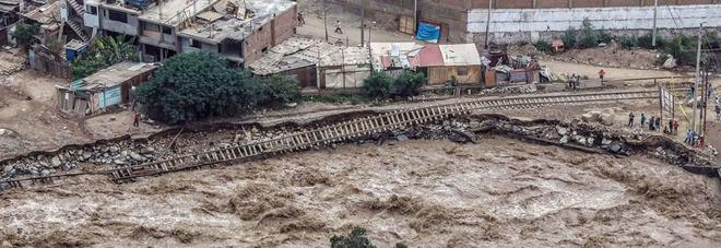 Maltempo, frane e inondazioni: la furia della natura in Perù, decine di morti -FOTO