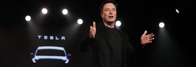 Elon Musk: «Tra un anno più di un milione di Tesla autonome e una flotta di taxi robot»
