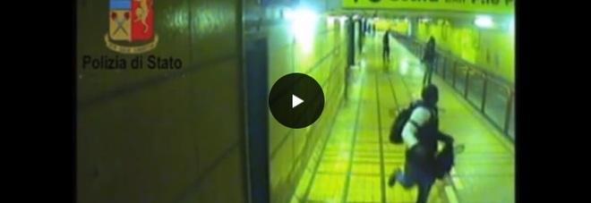 Momenti di terrore nel sottopasso: sordomuta rapinata da 3 banditi