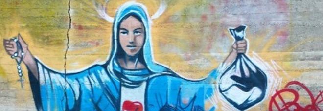 """""""La Madonna della Munnizza"""" compare nella discarica abusiva -Guarda"""