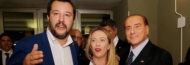 Vertice ad Arcore tra Berlusconi, Salvini e Meloni: «Manovra disastrosa a base di tasse e manette»