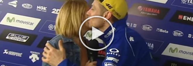 Valentino Rossi e la proposta della giornalista innamorata