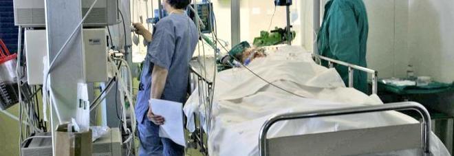Paziente in coma etilico rischia la vita: salvato grazie alla trasfusione con 15 lattine di birra