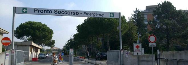 """In ospedale con """"codice verde"""", resta 8 ore in pronto soccorso e poi muore in sala operatoria"""
