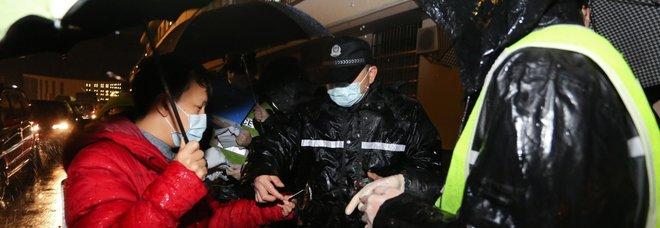 Coronavirus, l'italiano a Wuhan con due figli: «Noi, barricati in casa, è una città fantasma»