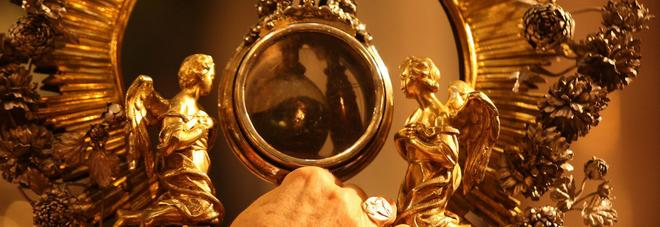 San Gennaro, un prodigio extra: il sangue si scioglie davanti al cardinal Bagnasco