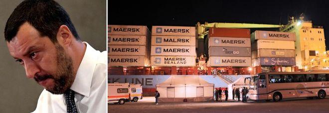 Migranti, cargo Maersk a Pozzallo. Salvini: siamo buoni, non come Macron