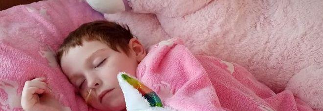 """Bimba di 8 anni muore per un tumore alle ossa, per i medici erano """"dolori della crescita"""""""