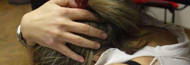 Violenza sulle donne, carcere fino a 14 anni per chi sfregia una donna