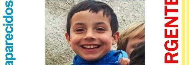 Trovato morto il bimbo scomparso: era nel baule dell'auto della compagna del padre