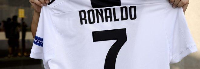 Ronaldo mania, venduta una maglia al minuto