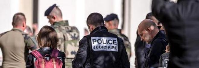 Attentato sventato in Francia: arrestati due fratelli egiziani, volevano fabbricare veleno al ricino