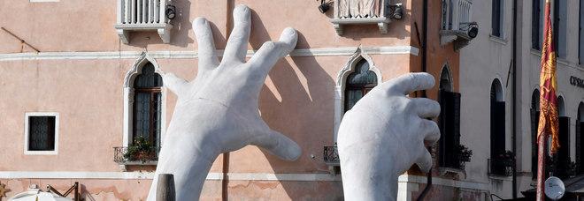 Bimba padovana scrive a Zaia: «Mettiamo le mani giganti di Quinn sulla diga del Vajont?»