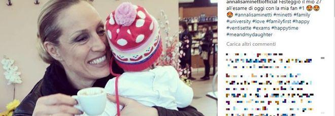 Annalisa Minetti insultata: «Da cieca non avresti dovuto fare un secondo figlio»