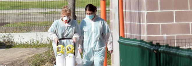 Coronavirus, Spagna al collasso: anziani abbandonati e trovati morti nei letti delle case di riposo