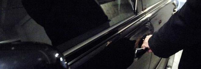 Furti di automobili nella notte Scatta il primo arresto degli agenti della Digos