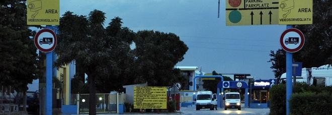 Rovinosa caduta col muletto: operaio operato d'urgenza a Torrette