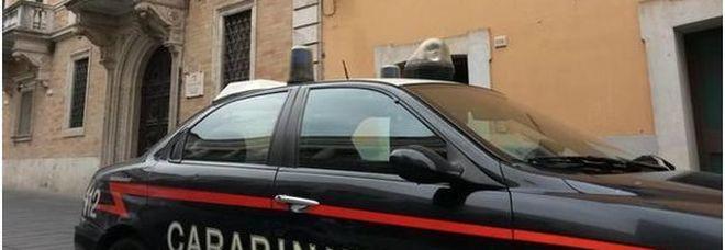 Litiga col compagno e lo ferisce a colpi di coltello Indagano i carabinieri