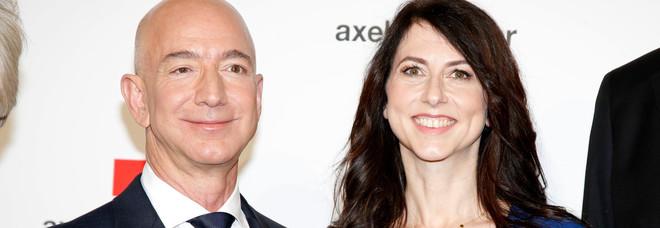 L'uomo più ricco del mondo è ora single: Jeff Bezos divorzia dopo 25 anni