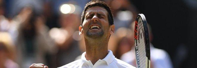 Wimbledon, Djokovic supera Nishikori in 4 set e vola in semifinale