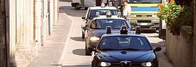 Cinese di 35 anni aggredisce i carabinieri con un bastone Occupava un alloggio abusivo