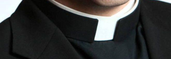 """Sexy-ricatto con foto """"proibite""""  al prete: nei guai due marocchini"""