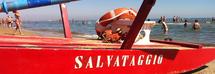 Muore per salvare la nipotina di dieci anni trascinata in mare dalle correnti