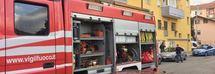 Carabiniere dà fuoco ai peluche della figlia e la chiude nella casa incendiata: una vendetta dopo la separazione