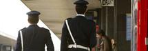 Termini, 24enne romano aggredito da 3 nordafricani mentre va a prendere il treno: rubata la catenina d'oro