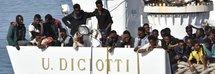 Diciotti, migranti costretti a restare  a bordo chiedono i danni a Salvini