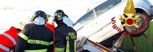 Il ponte idraulico cede e l'auto  crolla: un uomo muore schiacciato