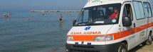 Entra in acqua e muore davanti alla figlia: il turista romano era al primo giorno di vacanza