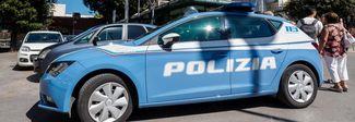 Danneggiano le auto in sosta con mazze da baseball: i vandali sono minorenni