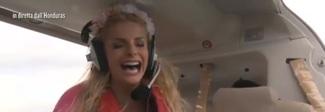 Francesca Cipriani, attacco di panico sull'aereo: «Scendi non voglio morire», le sue urla sono già cult Video