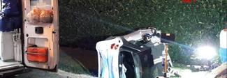 Latina, scontro tra due auto in via Piave: una Smart finisce nel fosso. Due feriti