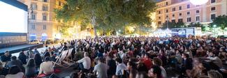 Il Cinema America torna a San Cosimato, una festa per duemila: pace tra i ragazzi e il Comune