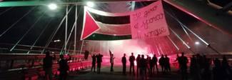 Giro d'Italia, blitz anti-israeliano:  spunta la bandiera palestinese