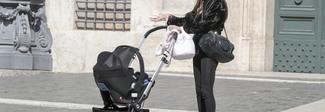 Roma, primo giorno alla Camera: Laura Ravetto entra con la figlia in passeggino