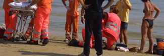 Stava annegando, ragazzo salvato a Sabaudia e trasferito in ospedale: è grave