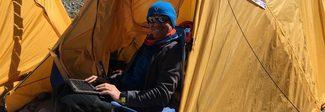 Dallo spazio all'Himalaya: l'astronauta Maurizio Cheli conquista la vetta dell'Everest