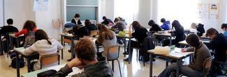 «Dammi il cellulare»: lo studente si rifiuta e dà un pugno alla professoressa