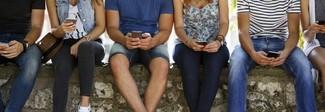 Gran Bretagna, il governo vuole limitare il tempo sui social per gli adolescenti