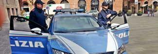 Foligno, viaggia su un'auto rubata con una pistola softair senza tappo rosso e arnesi da scasso