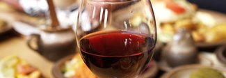Come scegliere il vino giusto al ristorante? Cinque consigli per fare bella figura