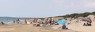 Bimba si perde in spiaggia a Sabaudia, ritrovata grazie al gruppo whatsapp della Capitaneria